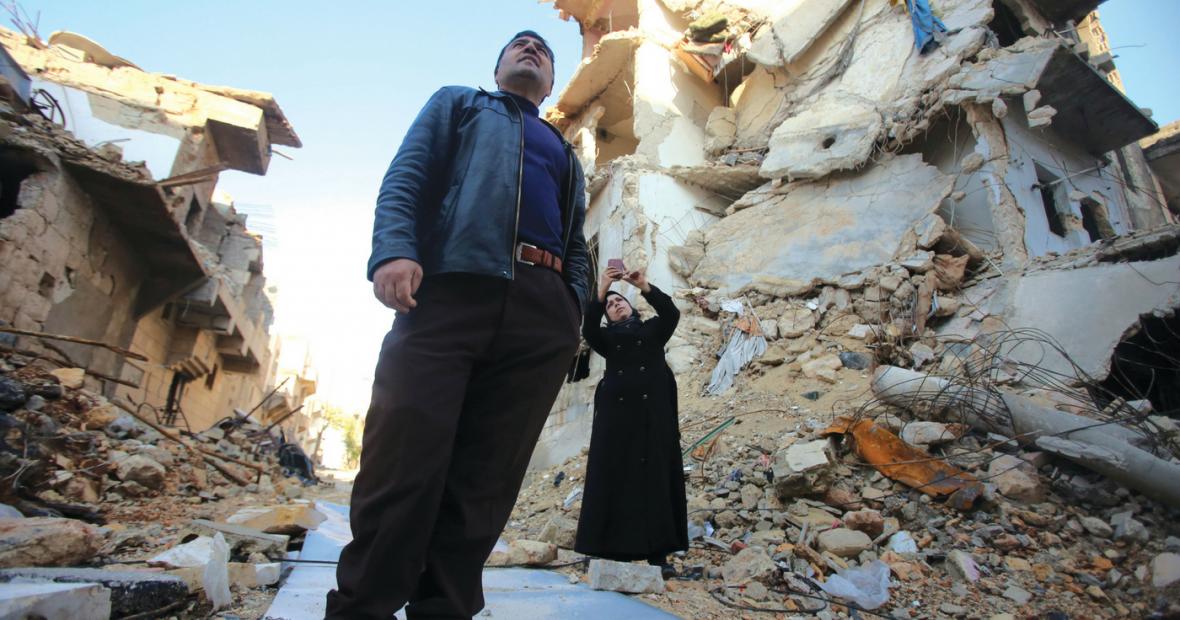 صوت المعارك صباحًا، وطرب الغناء ليلًا…هنا حلب أو مدرسة تعلم ثقافة الحياة