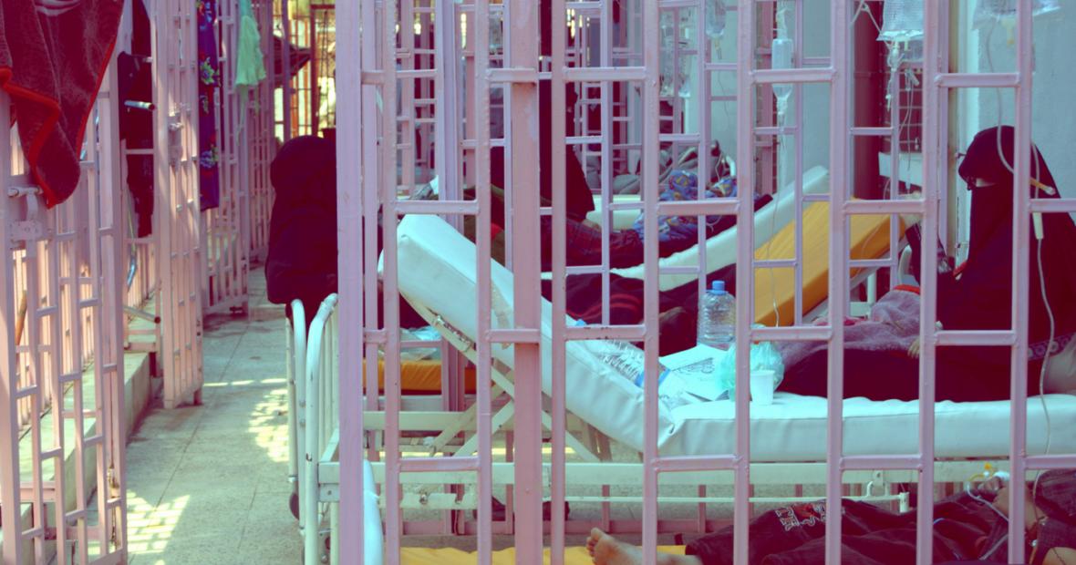 الطبيبة وصال الحكيمي: أملنا ألا تتفشى موجة ثالثة من الكوليرا في اليمن