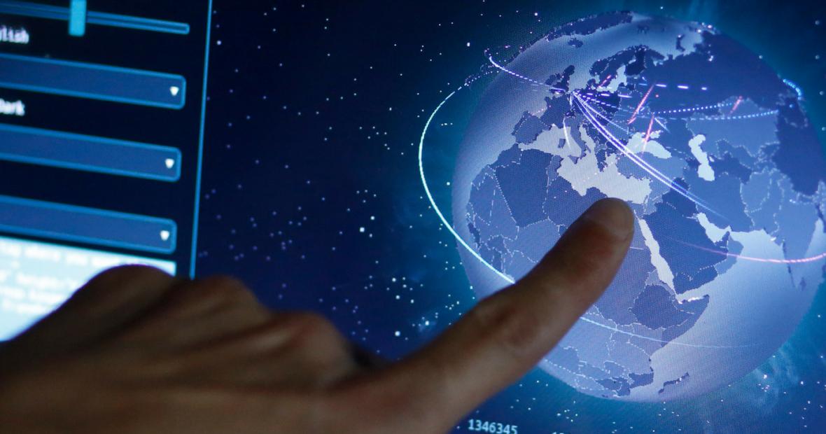 ذوات مهددة: من يسيطر على بيانات المتضررين من النزاعات في العصر الرقمي؟