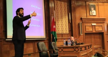 أصل ومبادئ وتحديات… حوار حول القانون الدولي الإنساني مع المستشار عمر مكي