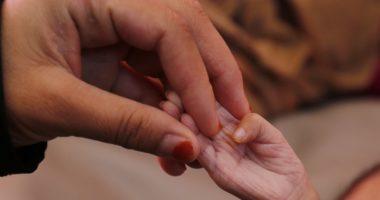 شريط الأخبار لا يكفي.. 20 مليون قصة يمنية بين الأمل والمعاناة