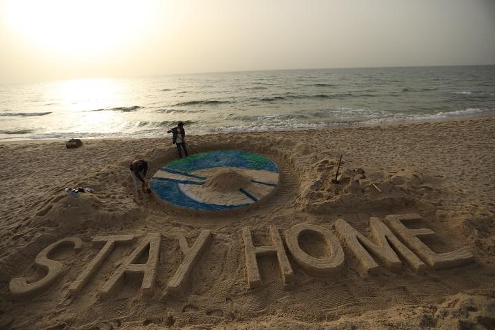 غزة بين عزلتين يحدوها الأمل في تغير الأحوال