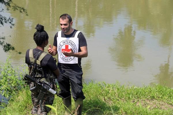 حماية المدنيين في المناطق الخاضعة لسيطرة المجموعات المسلحة