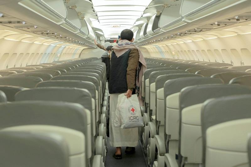 عملية تبادل المحتجزين في اليمن: قصص امتنان وإيثار وفيض من الإنسانية