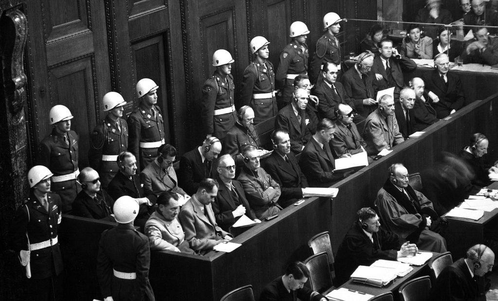 Poursuivre les criminels de guerre au lendemain de la Seconde Guerre mondiale: les procès de Nuremberg et Tokyo