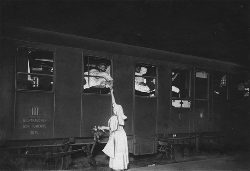 WWI, Geneva. Repatriation of seriously wounded soldiers and medical personnel (A ICRC (ARR)).