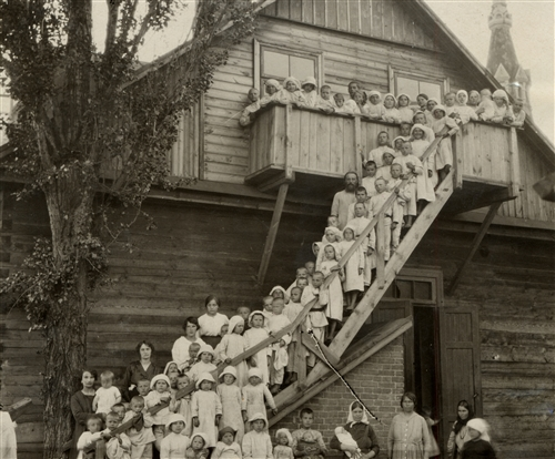 Picture of children in an orphanage supported by the ICRC (Brest-Litovsk, 1919)