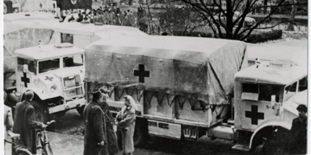 Budapest, 1956. Arrival of the first ICRC relief convoy (ICRC Archives)