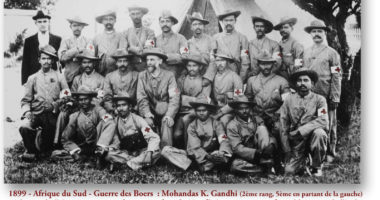 Mohandas K. Gandhi de la Croix-Rouge –