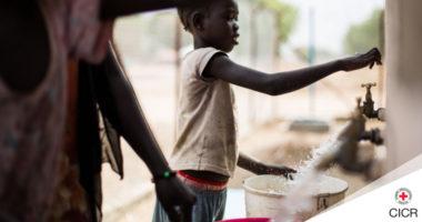 Soudan du Sud : le CICR fournit de l'eau à 15 000 personnes grâce à l'énergie solaire