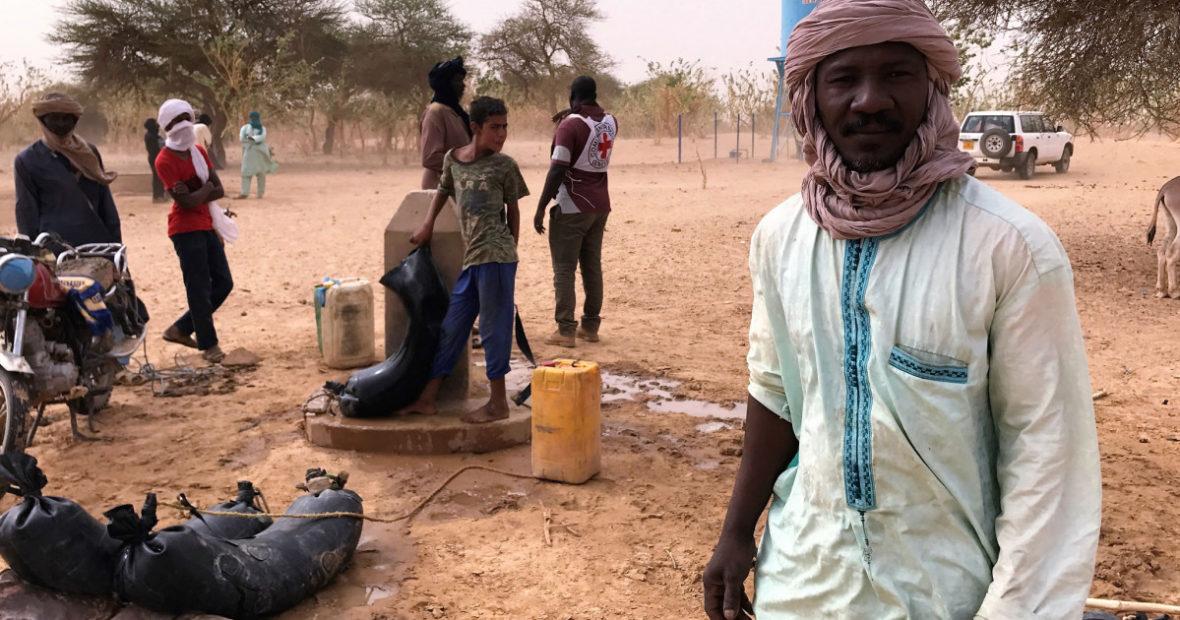 Mali : accès à l'eau en plein désert pour 60 familles déplacées par le conflit