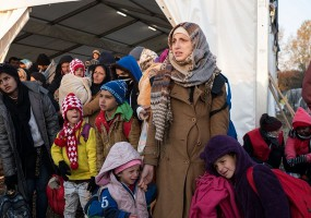 יום המהגר הבינלאומי: כיצד הצלב האדום מסייע למהגרים?