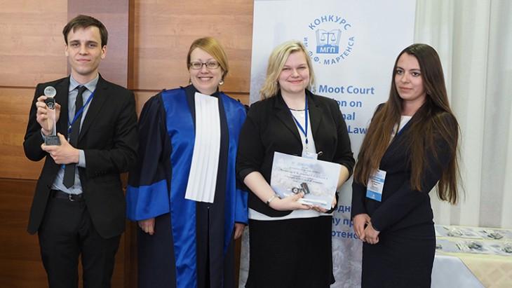 הזוכים: הנבחרת מהאוניברסיטה הבינלאומית MITSO, בלארוס. CC BY-NC-ND / ICRC