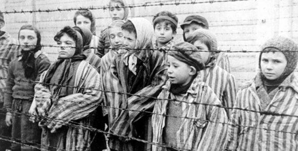 זוכרים את השואה