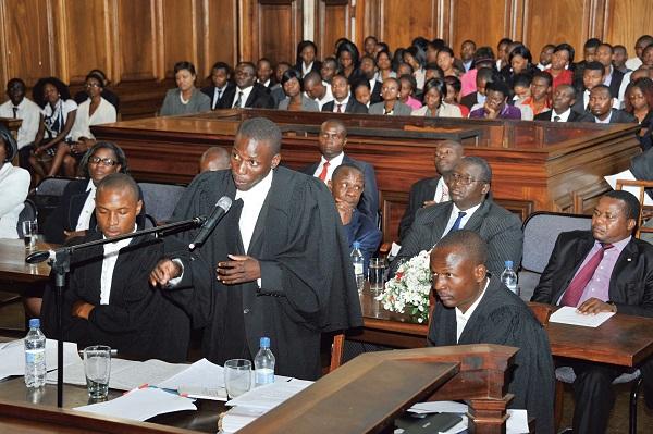 כיצד מעמידים את החשודים בביצוע פשעי מלחמה לדין על פי המשפט הבינלאומי?