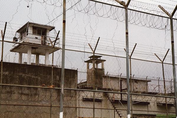 מה אומר המשפט הבינלאומי ההומניטרי על שלילת חירות?