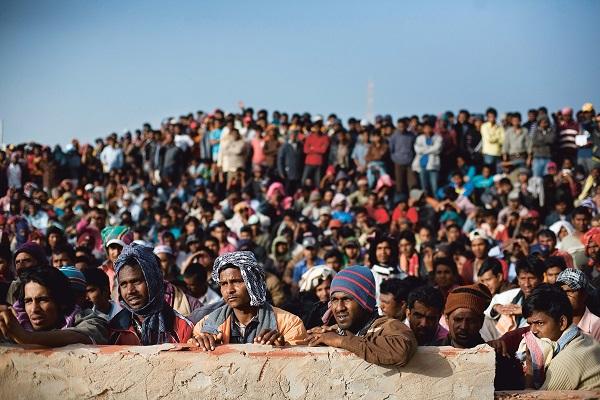 כיצד מגן המשפט הבינלאומי ההומניטרי על פליטים ועקורים?