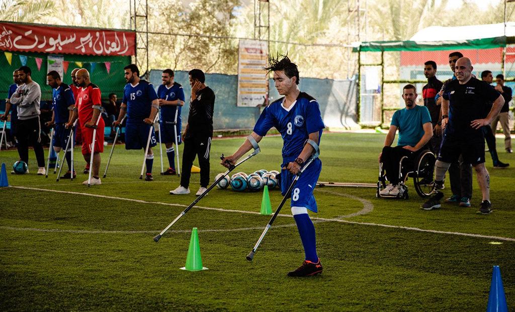 קטועי הגפיים בעזה פונים לכדורגל כדי להתגבר על מוּגבּלוּת, על טראומה