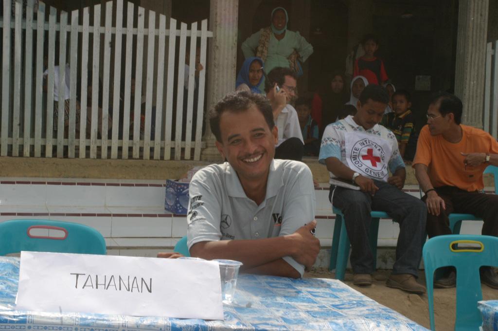 ICRC memfasilitasi pembebasan juru kamera RCTI, Ferry Santoro, yang disandera oleh GAM