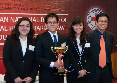 Obrolan Singkat Mengenai HHI Bersama Juara Moot Court Competition IHL Indonesia