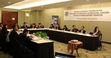 Diplomat Junior ASEAN Pelajari Operasi Pemeliharaan Perdamaian di Bandung