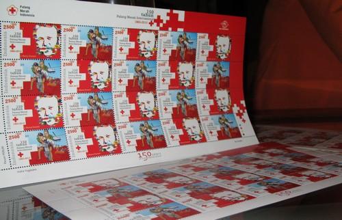 Pos Indonesia Luncurkan Prangko 150 Tahun Palang Merah Internasional pada Hari Palang Merah Sedunia