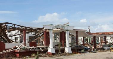 Wilayah Pesisir dari Guiuan Filipina yang Telah Hancur