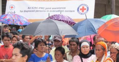 Bantuan Keuangan Membantu Keluarga-keluarga yang Mengungsi di Zamboanga, Filipina