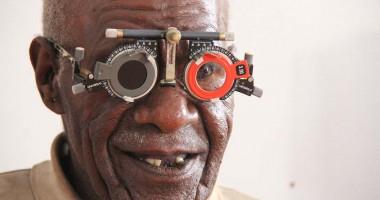 Kumpulan Foto Pemeriksaan Mata dan Operasi Katarak Gratis Bagi Masyarakat di Karubaga, Papua