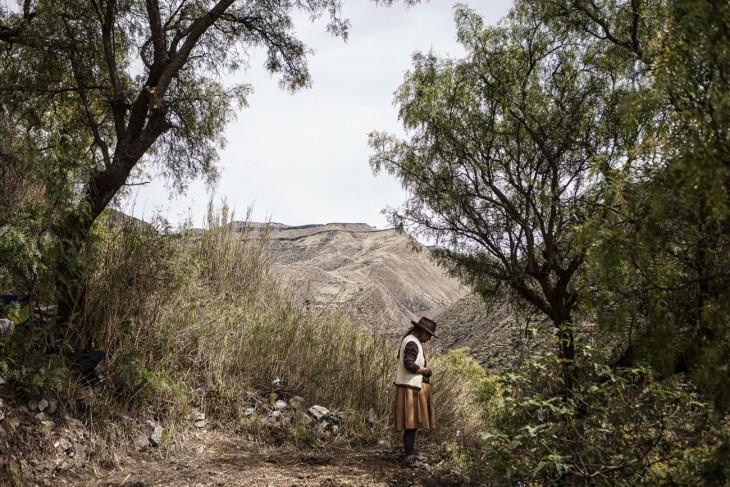 Libia, 63, membesarkan kelima anaknya seorang diri setelah suaminya tewas. Pasangan ini adalah pembuat sepatu di Hunacasancos dan pada malam kematian suaminya, Libia sedang melakukan perjalanan ke Lima dengan salah satu anaknya untuk membeli persediaan untuk toko mereka. Sementara dia pergi, sekelompok pria memasuki rumah mereka dan menembak suaminya di depan empat anak lainnya. [Nadia Shira Cohen/ICRC]