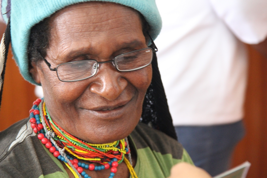 189 kacamata baca yang dibagikan kepada warga Karubaga, Tolikara. ©ICRC/Mia Pitria