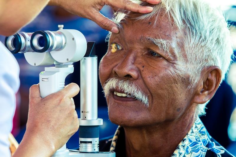 Memburu Katarak di Pulau Buru, Maluku
