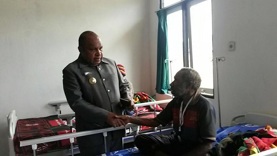 Kegiatan Pelayanan Kesehatan yang berlangsung slama 5 hari (15-20/02), juga dihadiri oleh Befa Yigibalom, Bupati Lanny Jaya. ©Mia Pitria/ICRC