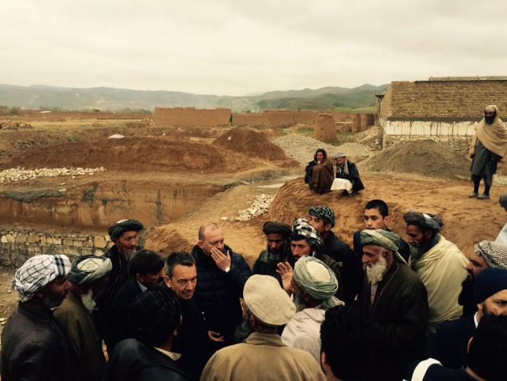 Menyimak penuturan para tetua desa di utara Afganistan. Perang adalah perjuangan mereka sehari-hari. Keamanan yang minim, mata pencaharian tinggal sedikit.