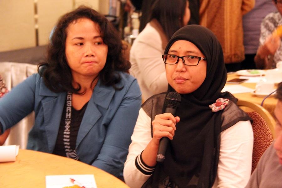 Salah satu peserta diskusi dalam sesi tanya-jawab. © ICRC / Ursula N. Langouran
