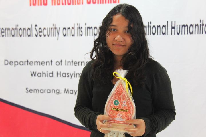 Ellyaty Priyanka dinobatkan sebagai Best Speaker © ICRC / Ursula N. Langouran