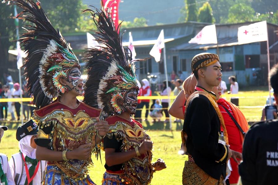 Pawai budaya menampilkan keunikan tradisi Indonesia. © ICRC / Ursula N. Langouran