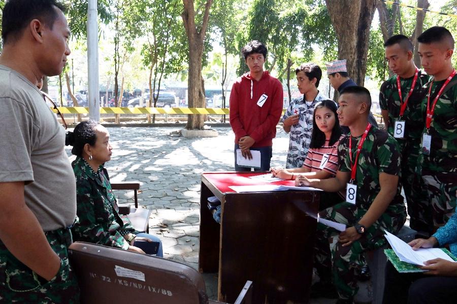 Berdebat dan bermain peran untuk mendalami hukum humaniter internasional