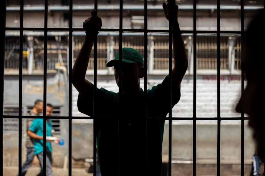 Tahanan yang menua: Pengantar untuk tantangan perawatan kesehatan geriatri di lembaga pemasyarakatan (LP)