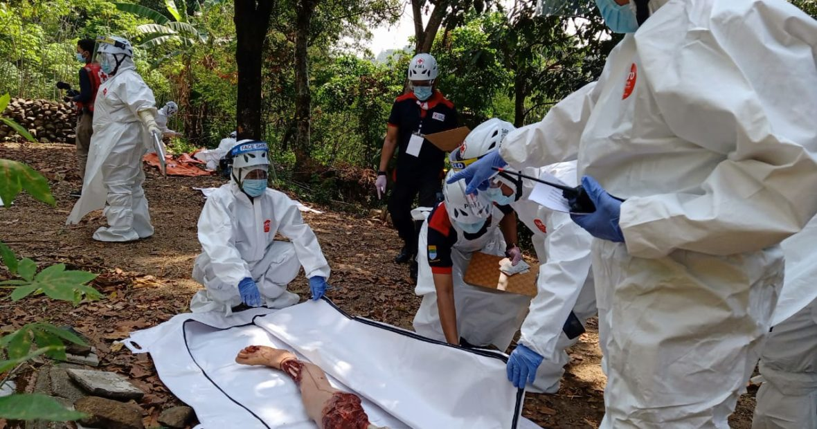 Lokalatih manajemen jenazah bersama PMI Bandung