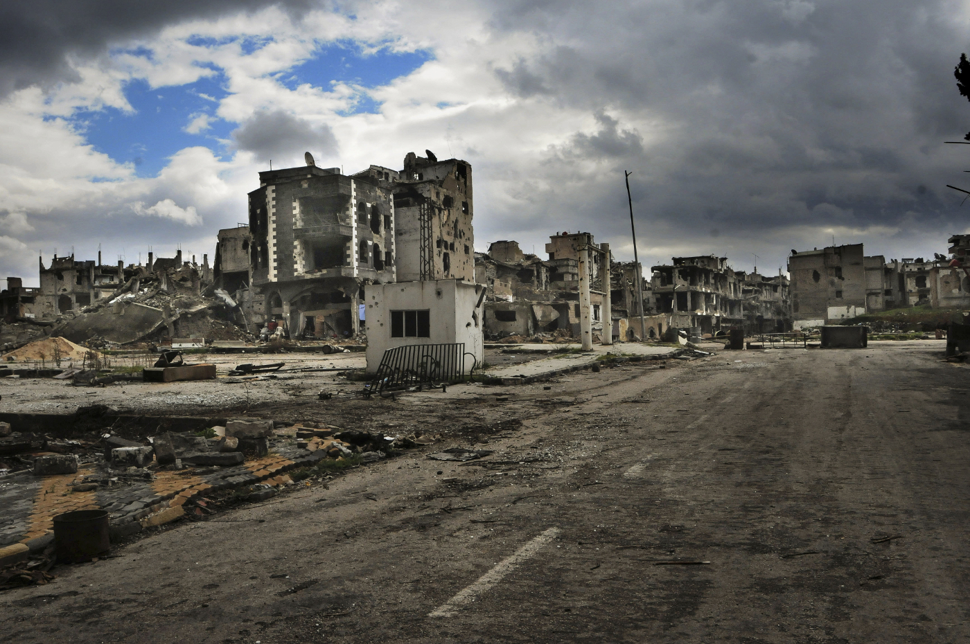 Destroyed buildings in Homs, © Teun Anthony Voeten / ICRC