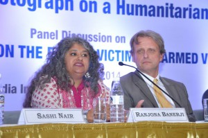 Jury member, journalist Ranjona Banerji and ICRC delegate Yves Heller at the panel discussion. ©ICRC
