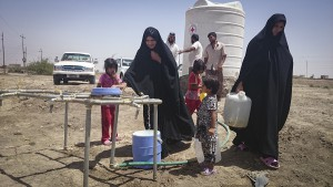 People collecting water from a water-supply point built by the ICRC in Iraq. ©ICRC