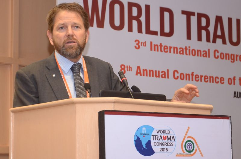 Jeremy England, the head of the Regional Delegation of the ICRC in New Delhi, making his opening remarks at the session during the 3rd World Trauma Congress.