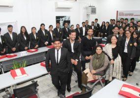 आईसीआरसी के संसाधन केन्द्र में युवा आगन्तुक