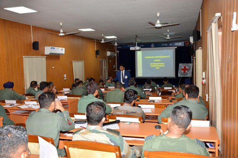 भारतीय सेना अधिकारियों और आईसीआरसी विशेषज्ञों की आईएचएल चर्चा