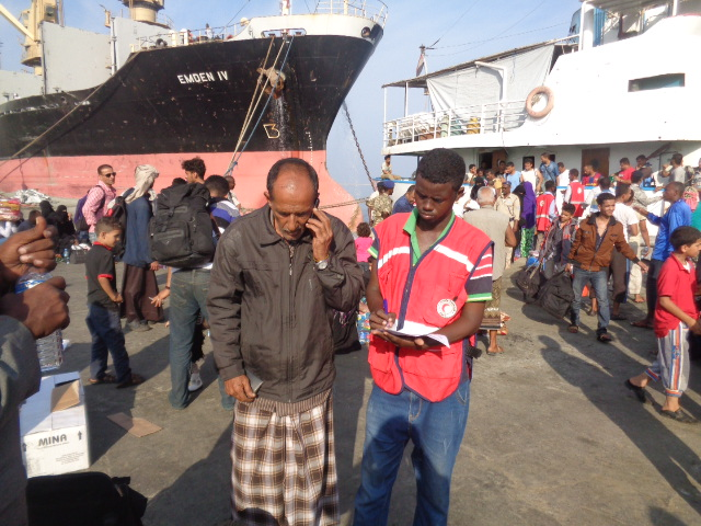 A man calls his family members to reassure them that he is safe. The phone call is offered for free by the SRCS to those returning after fleeing the conflict in Yemen. SRCS/Mohamed Abdi Aden