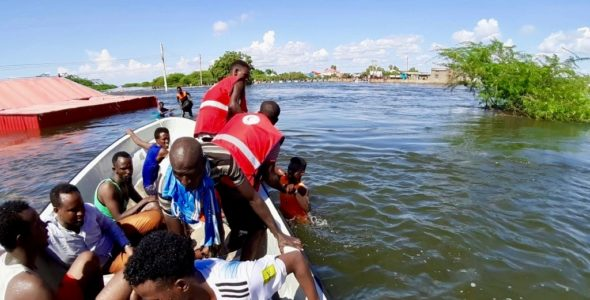 Pictures: Flood response by boats in Beledweyne, Somalia