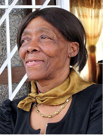 """""""ฉันรู้สึกโล่งใจที่ได้กลับมาที่บ้านที่แอฟริกาใต้หลังจากจากไปนานหลายสิบปี ฉันไม่เคยนึกเลยว่าจะมีวันนี้"""" อีโฟเดียเปรย ในขณะที่เธอเหม่อมองดูเมือง โซเวโท จากบ้านของน้องสาวของเธอหลังจากกว่าครึ่งศตวรรษแห่งการพลัดพราก"""