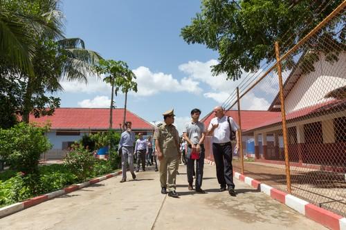 ผู้เข้าร่วมสัมมนาดูงานโครงการปรับปรุงสาธารณูปโภคพื้นฐานในเรือนจำพระตะบอง กัมพูชา